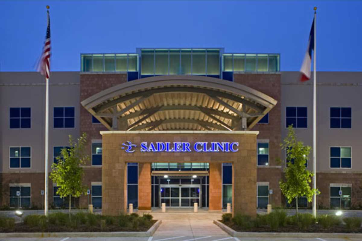 Sadler Clinic exterior with lighted letters/sign